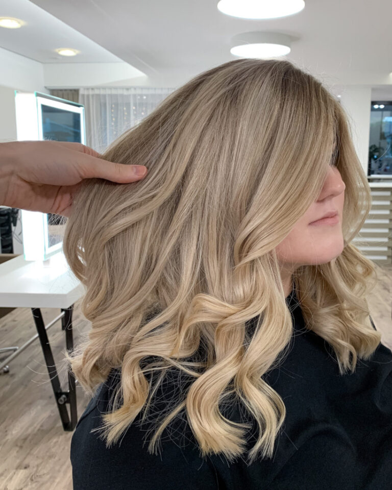The_Colorist_Coiffeur_Meilen_Blond_Locken-scaled