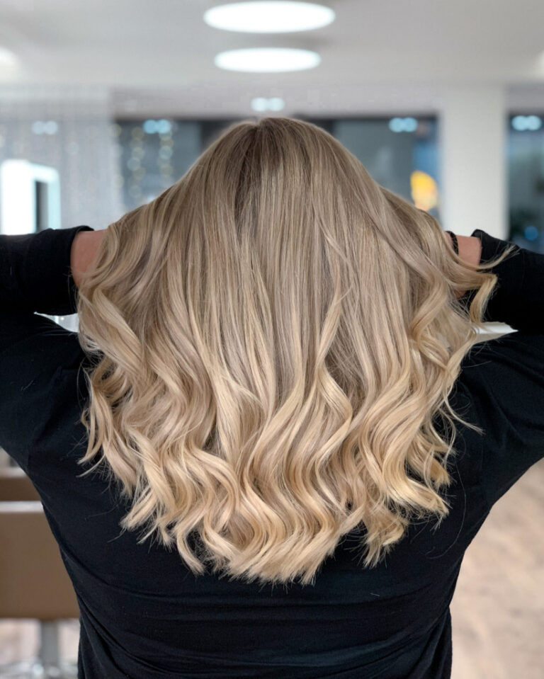 The_Colorist_Coiffeur_Meilen_Blond_Locken2-scaled